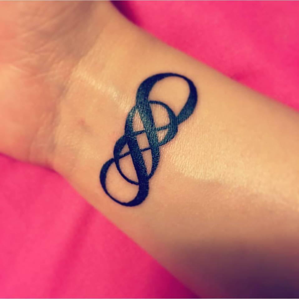 tatuaggi infinito significato e idee a cui ispirarsi con foto