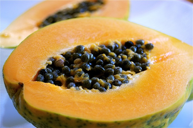 Papaya: proprietà e benefici del frutto della longevità