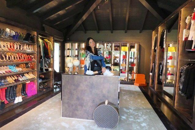 Cabina Armadio Giorgia : Giorgia gabriele fidanzata di gianluca vacchi mostra il suo