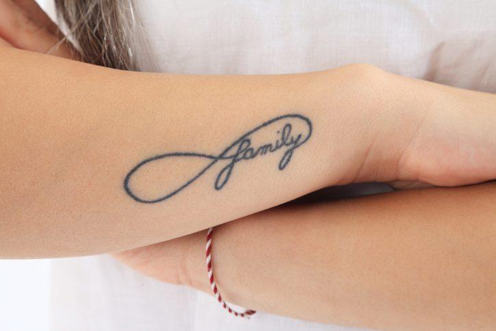 Tatuaggi infinito significato e idee a cui ispirarsi con foto for Minimal significato