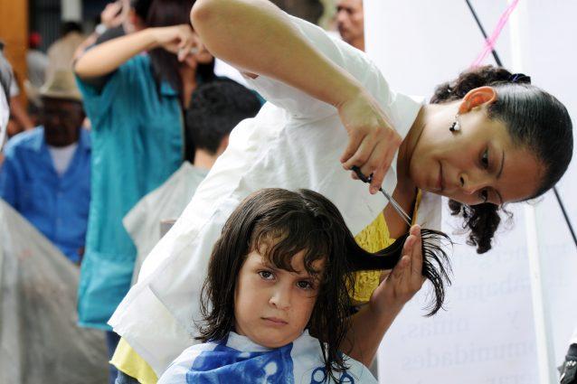 spesso Come tagliare i capelli a un bambino i metodi per un taglio in  CD96