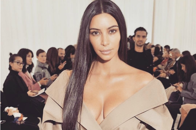 Kim Kardashian senza trucco alla sfilata parigina: anche al naturale è splendida