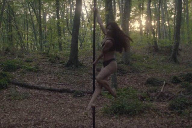 Il sogno di Rita: la mamma single diventata ballerina di pole dance nel video di Sean Paul