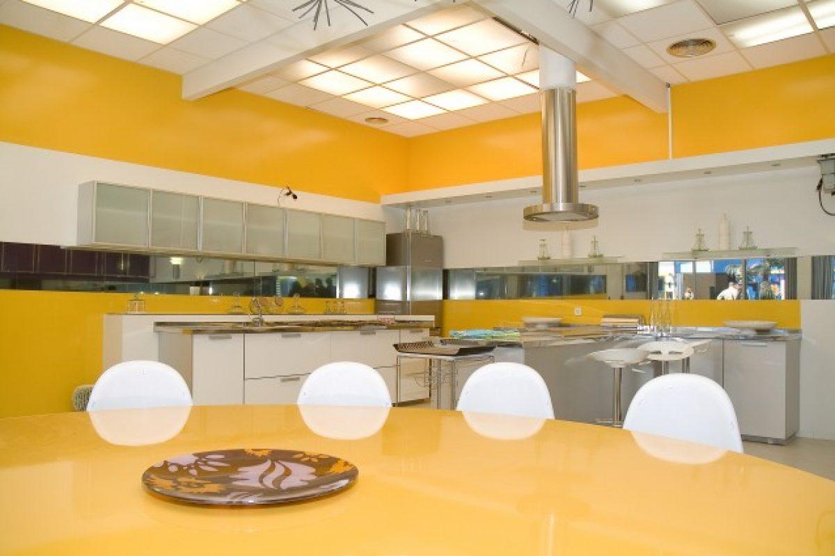 Pulire La Credenza : Come pulire a fondo la cucina sgrassandola con prodotti naturali