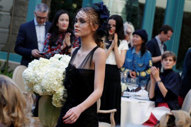 Lily-Rose Depp: il debutto in passerella alla sfilata Chanel Métiers d'Art