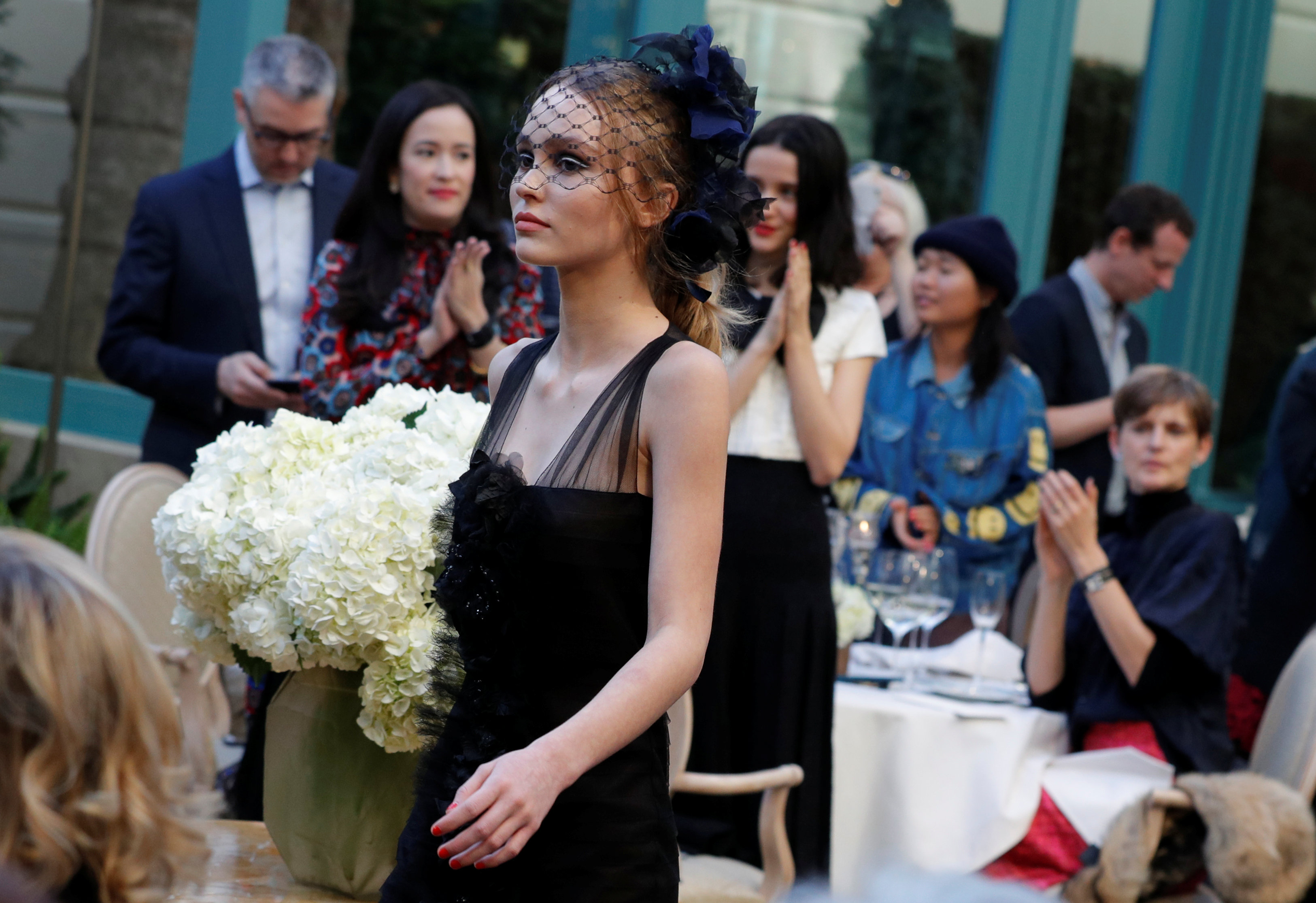 Lily-Rose Depp  il debutto in passerella alla sfilata Chanel Métiers d Art.  2. Kaia Gerber ... 825b6565e589