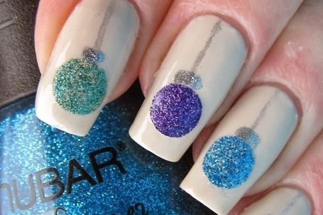 Le unghie della settimana la manicure con le palline di for Decorazioni natalizie unghie