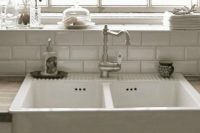 Come rimuovere il calcare dalla doccia - Come eliminare la puzza di fogna dal bagno ...