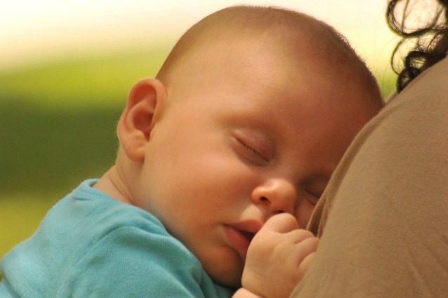 Ninna nanne e peluche: i consigli della consulente del sonno per far dormire i neonati