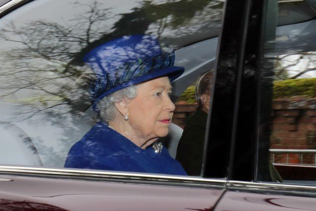 Il ritorno in pubblico della regina Elisabetta II dopo la malattia durata un mese