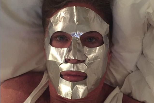 "Mitch di ""Baywatch"" con la maschera metallica: così David Hasselhoff si mantiene giovane"