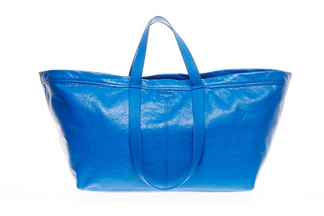 Da meno di 1 euro a quasi 2000: Balenciaga e la borsa Ikea in versione lusso