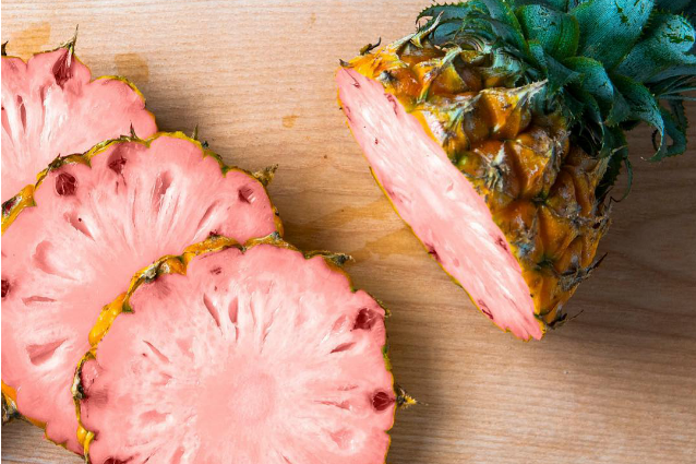 Ananas rosa, il frutto dell'estate che fa impazzire tutti