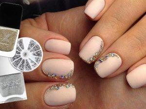 Crystal touch, la manicure luminosa e brillante per la primavera 2017
