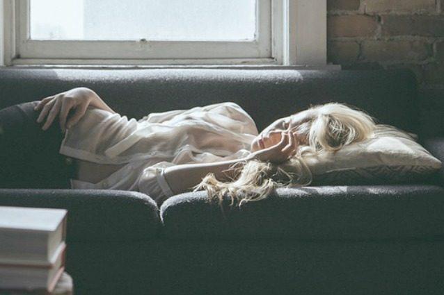 9 segnali che ti dicono che non hai dormito abbastanza