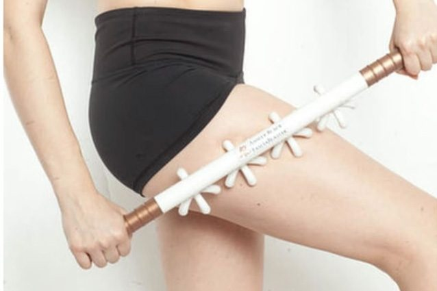 Fascia blaster, lo strumento che combatte la cellulite e fa impazzire il web