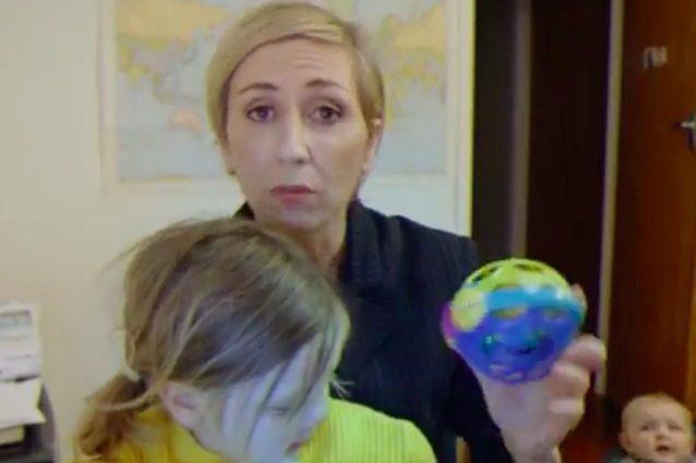Il papà in diretta sulla BBC caccia i figli dalla stanza, ecco cosa avrebbe fatto la mamma