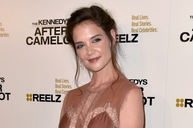Katie Holmes con i capelli spettinati, a Hollywood è l'ultima moda