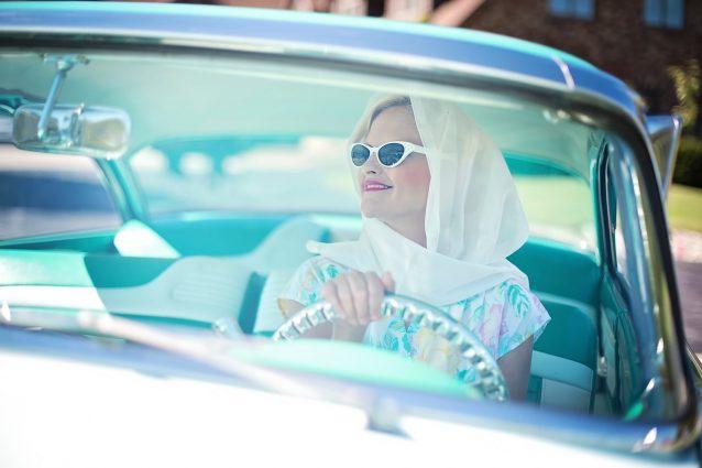 Donne al volante? Migliori degli uomini, fanno meno incidenti