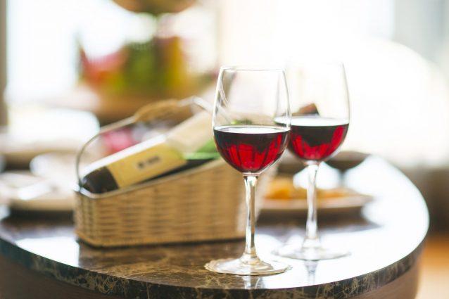 Il vino rosso? Mantiene giovani, ecco perché