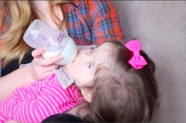 """""""Mi chiedono se indossa delle parrucche"""": Millie, la bimba che a 11 mesi è già capellona"""