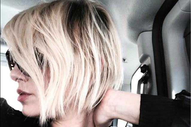 Il nuovo taglio di Emma: capelli corti per la Marrone