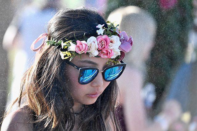 Flower crowns, i fiori tra i capelli sono il must have di primavera