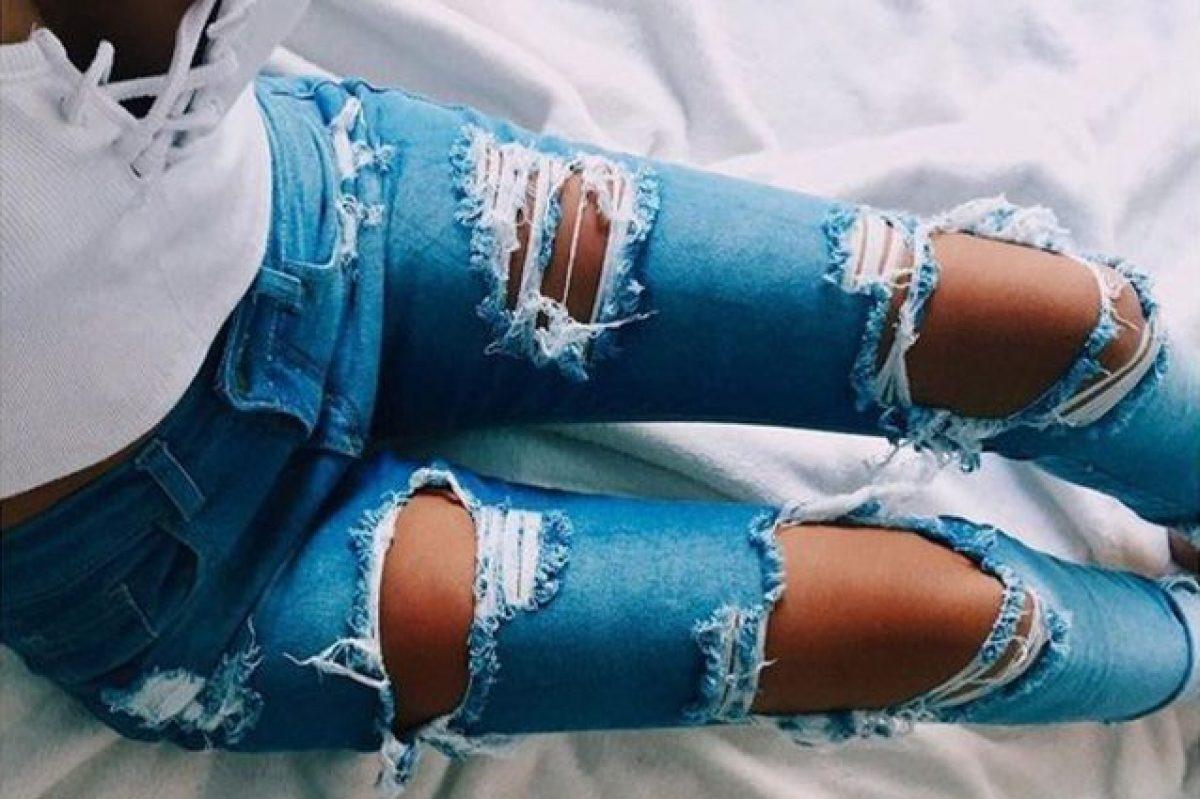Fotografie: jeans e tacchi | gambe di donna con jeans e