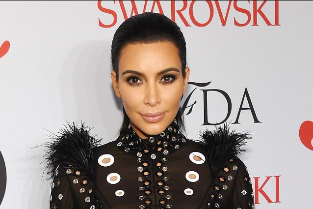 La cellulite di Kim Kardashian: il perizoma rivela le imperfezioni sul lato b