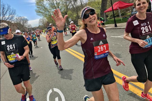 La prima donna maratoneta torna a correre a Boston 50 anni dopo