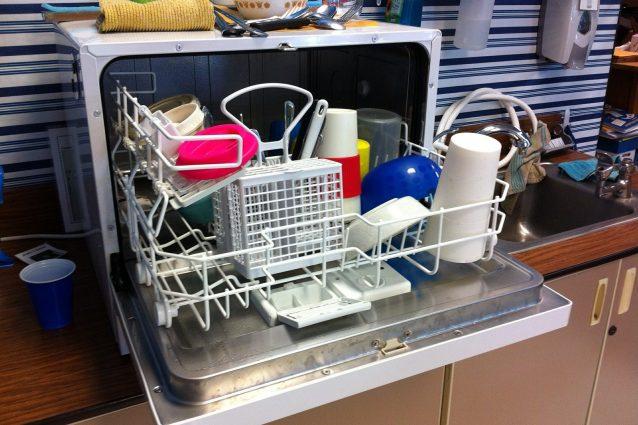 Gli oggetti che non sapevi di poter lavare in lavastoviglie