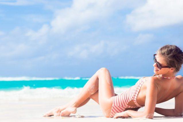 Come preparare la pelle al sole: i consigli per un'abbronzatura perfetta