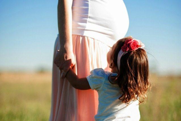 Quanto dovrebbe guadagnare una mamma? Più di 3mila euro al mese