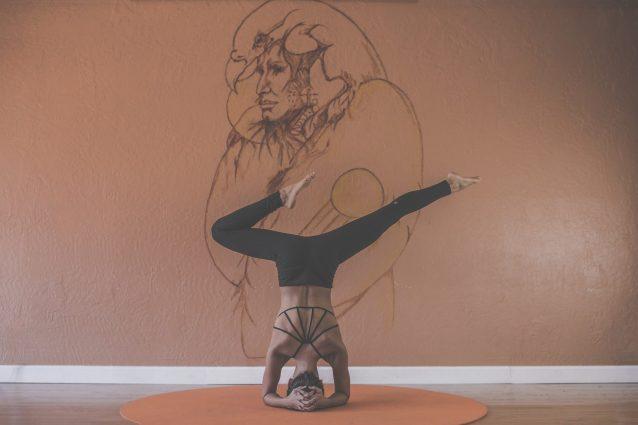 Iyengar yoga, l'allenamento per raggiungere la stabilità fisica ed emotiva