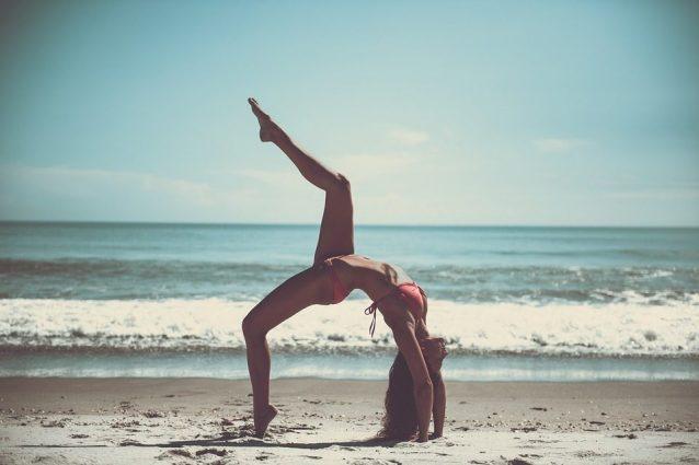 Vuoi degli addominali tonici? Le 5 posizioni yoga per avere la pancia scolpita