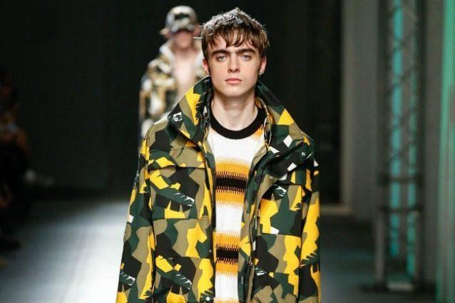 Lennon Gallagher alla Milano Fashion Week: il figlio del leader degli Oasis è una star