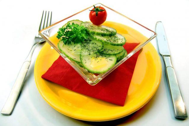 Saltare la colazione, condire poco i cibi: i 7 errori che rallentano il metabolismo