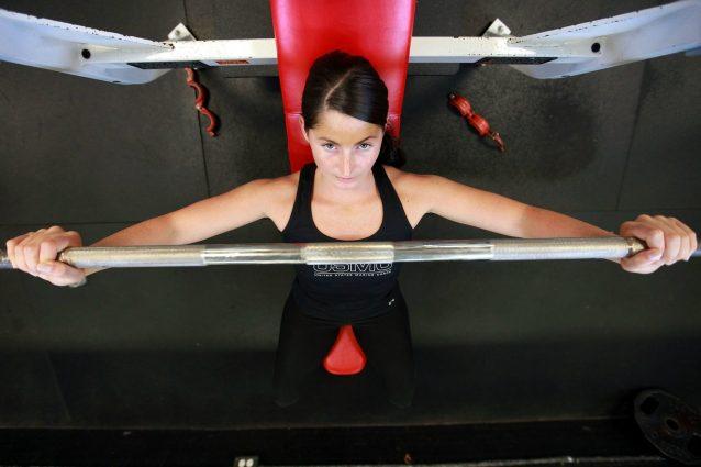 Saltare i pasti e dormire poco, gli errori che rendono inutile l'allenamento fisico