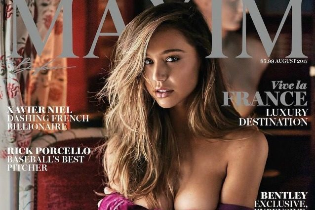 Da Instagram alle copertine: Alexis, la modella sexy che posa in topless