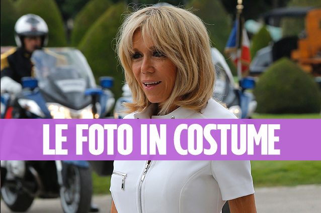 Brigitte macron in costume a 64 anni la premi re ha un corpo impeccabile - Costume da bagno in francese ...