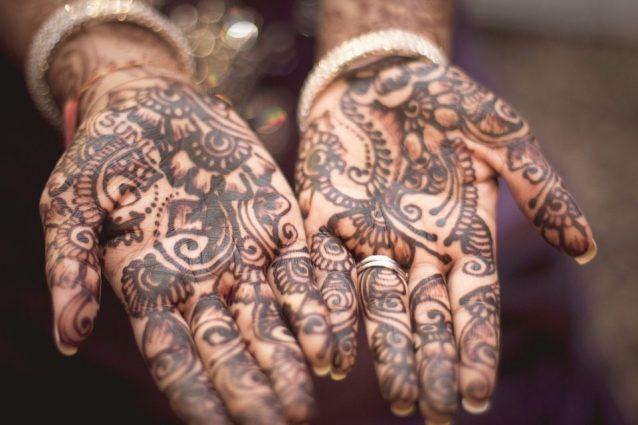 Tatuaggi all'hennè: come realizzarli a casa, quanto durano e controindicazioni