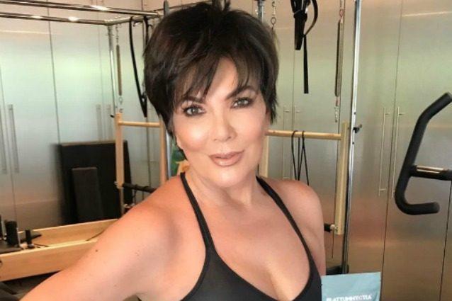 Ha 61 anni ma ne dimostra 20 in meno: i segreti di Kris Jenner, la madre di Kim Kardashian