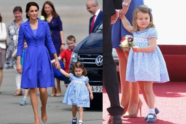 La principessa Charlotte adorabile in blu: il look coordinato a mamma Kate