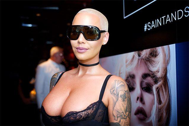 """La maggiorata Amber Rose vuole ridurre il seno: """"E' troppo pesante"""""""