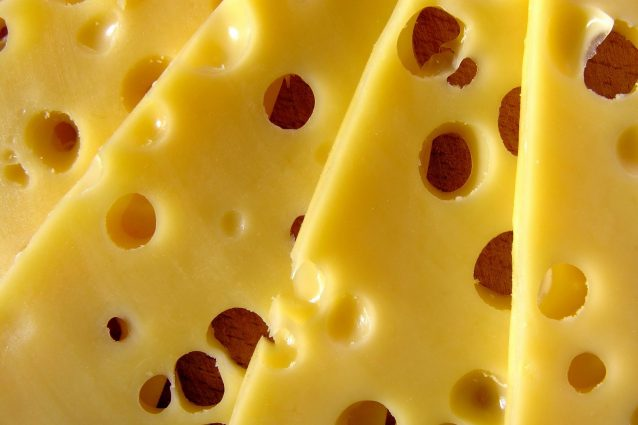 Per quanto tempo si può conservare il formaggio in frigo? I consigli per evitare sprechi