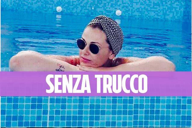Vanessa Incontrada al mare senza trucco: selfie al sole col turbante
