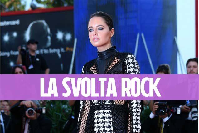 Addio look da principessa: a Venezia Matilde Gioli si veste come una rock star