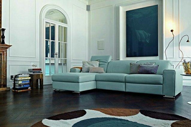 Come pulire un divano in pelle colorata i consigli per for Divano blu colore pareti