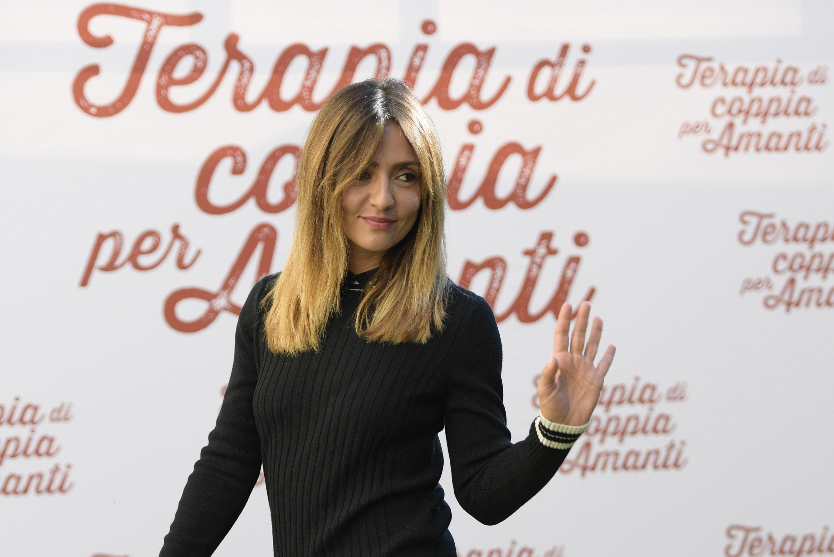 Ambra Angiolini Sceglie I Capelli Bicolor Il Nuovo Look Per Il