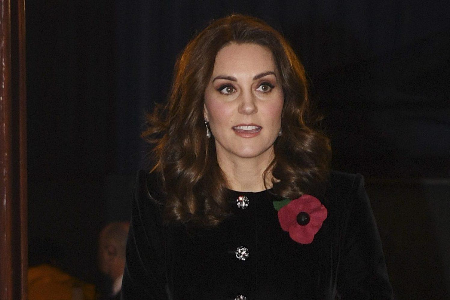 Kate middleton e la passione per i gioielli reali indossa for La regina elisabetta 2